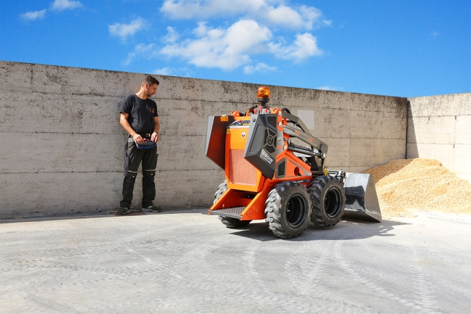 Cast Worky-Quad SSQ 15D RC Skid steer loader